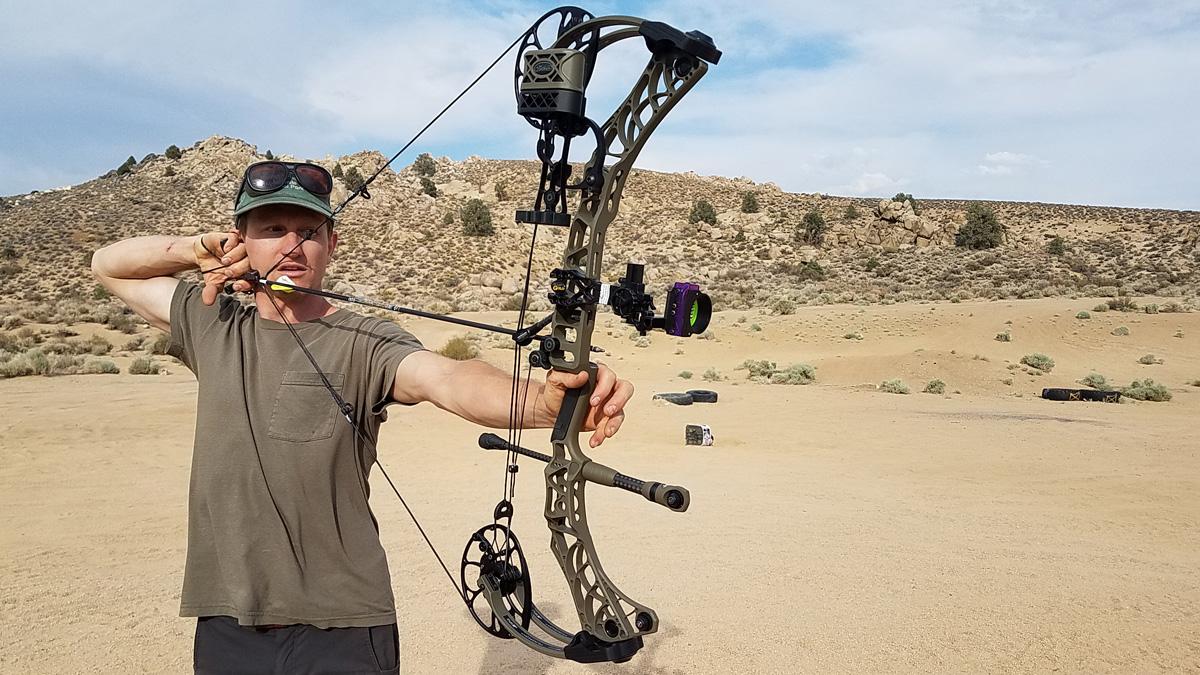Buck Shooting the Mathews V3